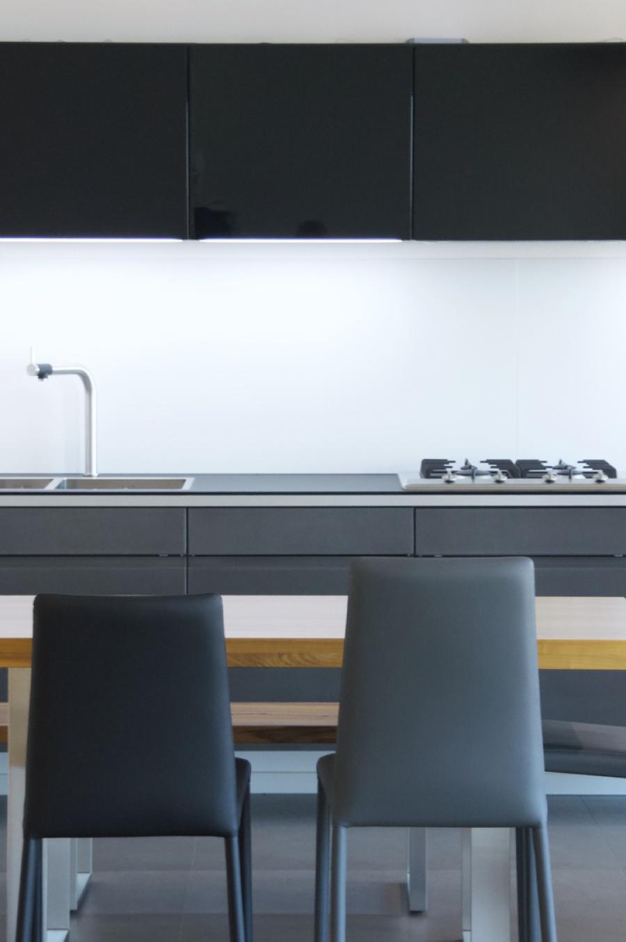 bilder f r k che und esszimmer landhaus kommode k che vollholz wei h ngeschrank ebay berlin. Black Bedroom Furniture Sets. Home Design Ideas